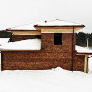 дом из кирпича ручной формовки