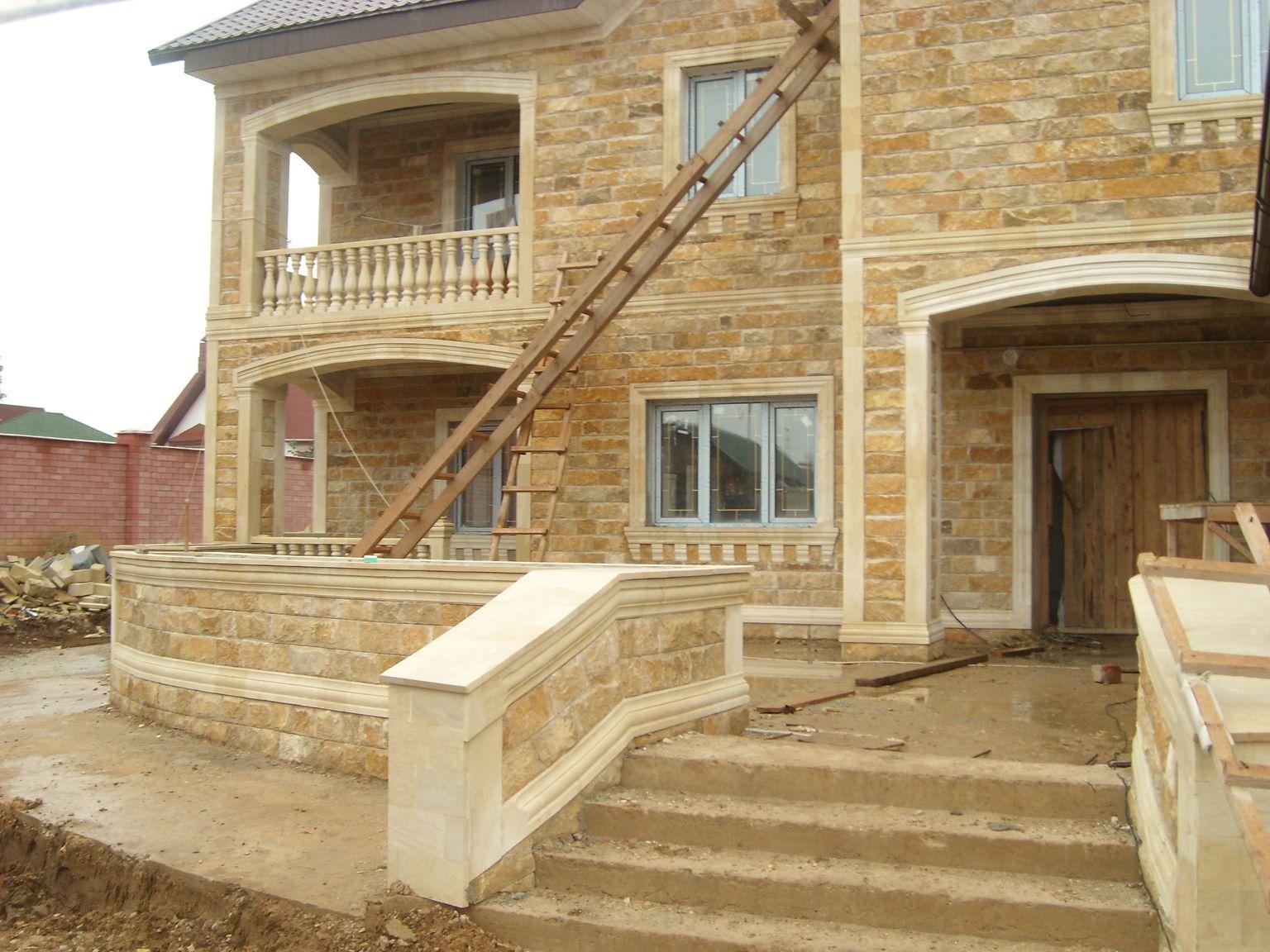 строительство дома с облицовкой дагестанским камнем